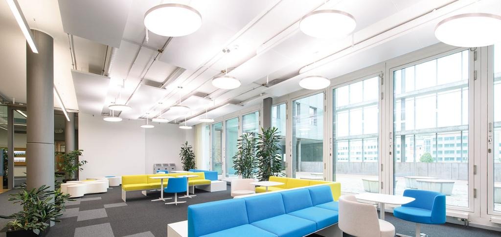 Biologically effective light at the workplace